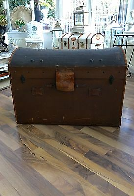 Dome Top Steamer Trunk Large With Internal tray Great Condition
