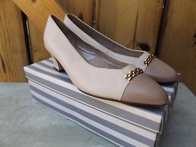 van dal beige brown 80s does 40s heel vintage
