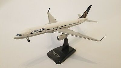 Hogan 1/200 Continental 757-200 N19136 HG3794