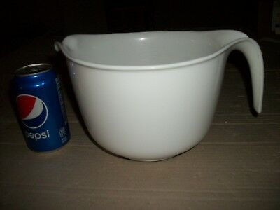 VTG Rubbermaid White 12 Cup Mixing/Measuring Cup/Batter Bowl Non Skid Bottom