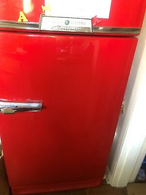 Vintage  1950s General Electric Refrigerator works good and in great condition!