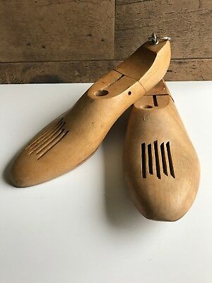 Vintage Wooden Shoe Forms Decor Size 6 Multipurpose Beige Color With Metal Rings