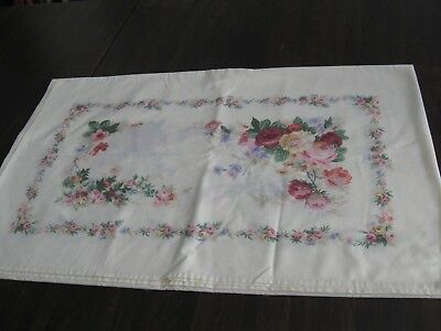 Lovely vintage/retro cream tablecloth with pink/red/yellow roses (157)