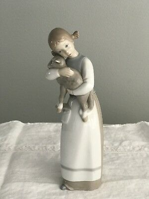 LLADRO Girl Holding Lamb Porcelain Made in Spain MINT