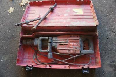 Hilti TE 905 AVR Commercial Electric Demolition Jack Hammer With Case