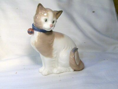 LLADRO/NAO Cute Cat with a bell on its collar