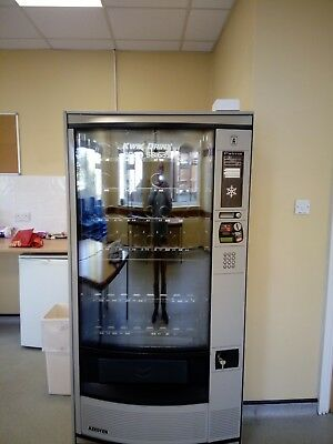 Vending machine for snacks and drinks (chilled)