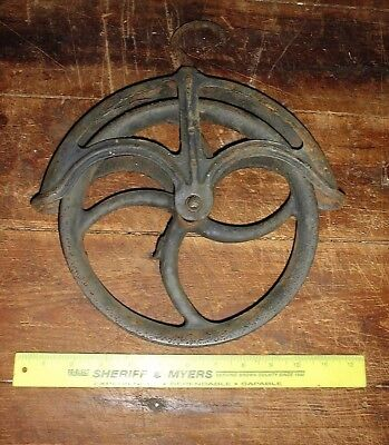 """ANTIQUE CAST IRON WELL PULLEY 9"""" WHEEL BARN FARM STEAMPUNK PRIMITIVe old"""