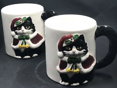 2 Christmas Cats Coffee Mugs Embossed Santa Hats & Capes Otagiri Cindy Sugawara