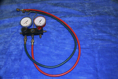 Charging manifold with 2 hoses