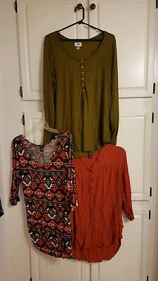 lot of xl ladies blouses, Old Navy, rue 21, Riley & James, 3 total Plus size