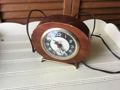 VINTAGE UNITED CLOCK CO. CHERRY WOOD & BRASS COLORED MADMAN 1960s ALARM RUNS!