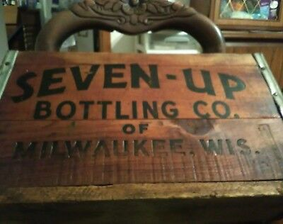 Vintage 7-UP Wooden Crate  SEVEN - UP BOTTELCO. OF MILWAUKEE WIS. Veary rare