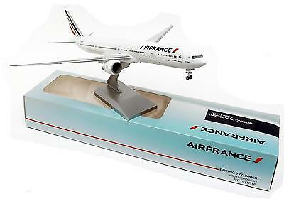 Maquette AIR FRANCE BOEING 777-300ER 1/200 en Plastique B777