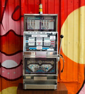 Vintage IGT Double Diamond Deluxe S-2000 Slot Machine c. 1991