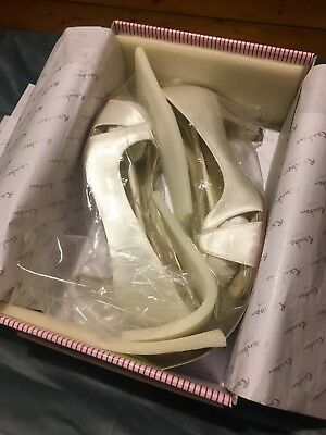 Brand New in the box Rainbow Club satin wedding shoes size 4.5