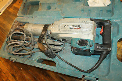 Makita HM1304B 35-Pound Corded Electric Demolition Hammer with Bits & Case