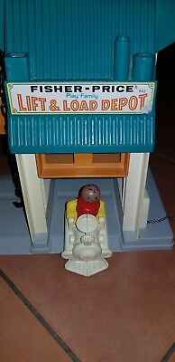Vintage Fisher Price Little People Lift And Load Depot  C1977