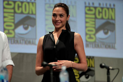 GLOSSY PHOTO PICTURE 8x10 Gal Gadot With Their Hands Entwined