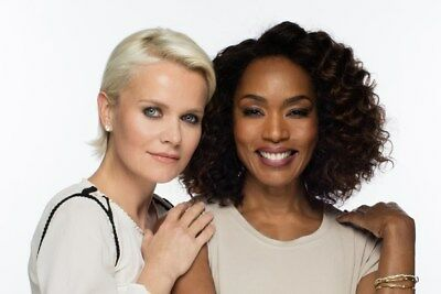 GLOSSY PHOTO PICTURE 8x10 Angela Bassett Posing Next To The Blonde