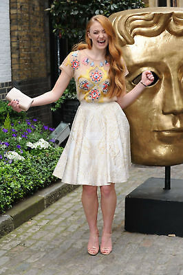 GLOSSY PHOTO PICTURE 8x10 Sophie Turner Posing Cheerfully Next To The Sculpture