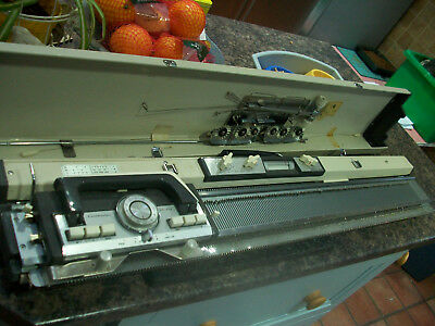 knitmaster ES-302 knitting machine