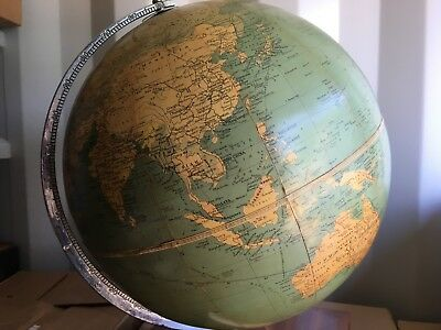 REDUCED-Collectable PhilIps 'CHALLENGE GLOBE' with atlas base storage.