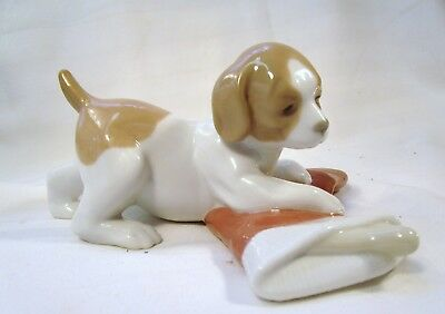 LLADRO/NAO Cute Beagle Puppy Dog with his Christmas stocking