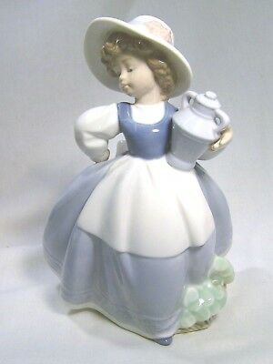 LLADRO/NAO Lovely Young Girl carrying an urn