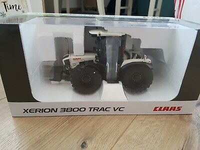 Claas XERION 3800 Trac VC in Weiß, Modell in 1:32 von UH-Models