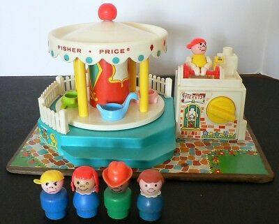 Vintage Fisher Price MERRY GO ROUND Works 1972 #111 Carousel With People Music