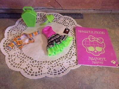 Mattel Monster High Coxi Marisol Outfit Hat Dress Cover Up Passport & Accessorie