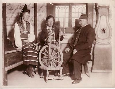 Swedish Family Traditional Rättvik Spinning Wheel Famille Suédoise Rouet Photo