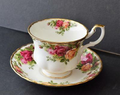 1962 ROYAL ALBERT Bone China England OLD COUNTRY ROSES Set Cup & Saucer