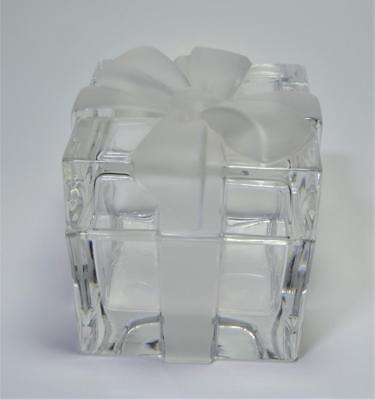 Tiffany & Co. Art Glass crystal gift box w lid Frosted glass Bow