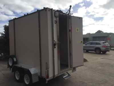 10ft X 6 Foot - Mobile Trailer - Portable walk in Cool Room Equipped with Gantry