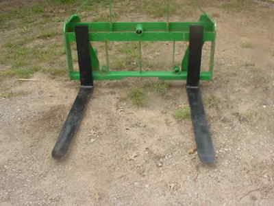 New pallet forks/bale spear Euro quick tach mount for tractors / skid steer