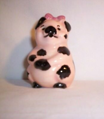 Pig H526  -17.239.2 Ceramic Peachy Pink w/Black Spots 'n Rose Bow Pie Bird