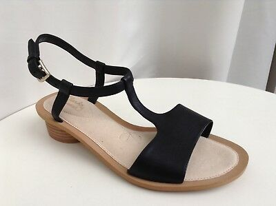 9d4b4cd75 CLARKS WOMENS SANDCASTLE Ice Black Leather Sandals size UK 5.5D ...
