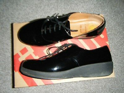 bdc68824cb26 ladies gorgeously comfortable fitflop size 6 black patent laceup shoes