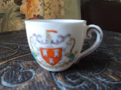 "VINTAGE ""GEMMA"" CHINA CRESTED WARE MINI CUP ""NEWCASTLE -ON-TYNE, 3.5cm high"