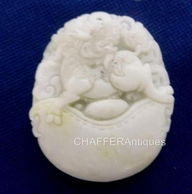 Intricate White JADE Pendant depicting Foo Dog lion 獅 aloft a Crescent