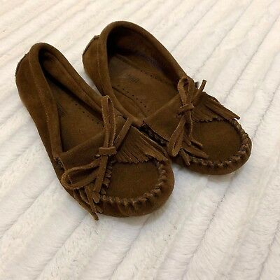 Minnetonka Fringed Classic Moccasin Shoes Size Womens 5 or Girls 3.5 Brown