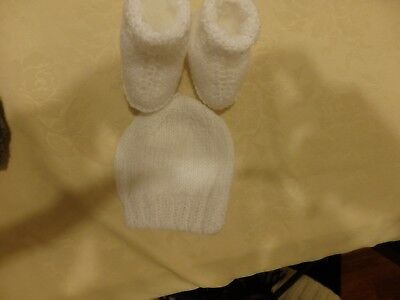 NEW - hand knitted matching beanie and hug boots - premmie size - white