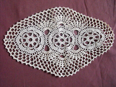 #1294  Beautiful Vintage Hand Made Doily   29cm/18cm(11.5''x7'')