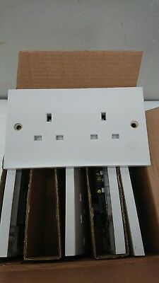 White Moulded 13A 2 gang Unswitched Socket