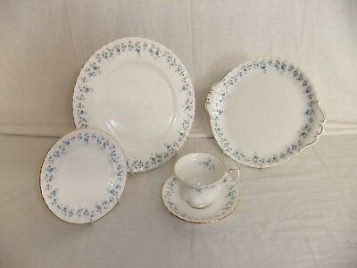 C4 Porcelain Royal Albert Bone China - Memory Lane - 5C5A