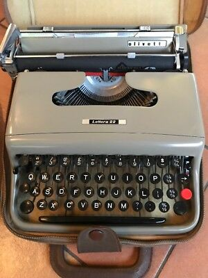 Olivetti Typewriter Lettera 22 with case Vintage 1960's