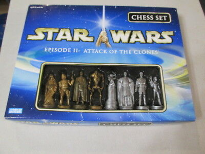 STAR WARS EPISODE II : Attack of the Clones CHESS SET Parker Brothers