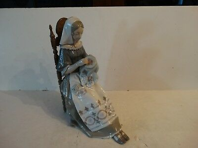 Lladro figurine The embroiderer lady sewing #4865 glossy mint no box retired!